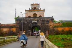 Η πύλη παλατιών, αυτοκρατορική τάφρος παλατιών, Βιετνάμ, χρώμα Στοκ φωτογραφίες με δικαίωμα ελεύθερης χρήσης