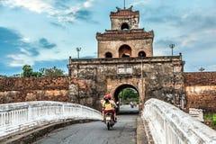 Η πύλη παλατιών, αυτοκρατορική τάφρος παλατιών, Βιετνάμ Στοκ εικόνα με δικαίωμα ελεύθερης χρήσης