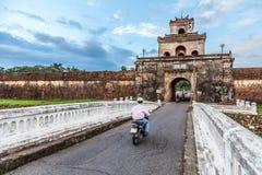 Η πύλη παλατιών, αυτοκρατορική τάφρος παλατιών, Βιετνάμ Στοκ Εικόνα