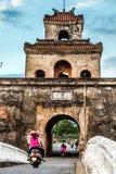 Η πύλη παλατιών, αυτοκρατορική τάφρος παλατιών, Βιετνάμ Στοκ Φωτογραφία