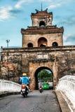 Η πύλη παλατιών, αυτοκρατορική τάφρος παλατιών, Βιετνάμ Στοκ εικόνες με δικαίωμα ελεύθερης χρήσης
