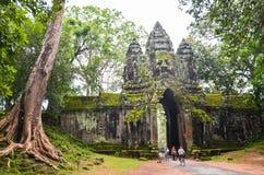Η πύλη σε Angkor Thom, Angkor Wat σύνθετο, Siem συγκεντρώνει Καμπότζη, στις 3 Σεπτεμβρίου 2105 Στοκ εικόνα με δικαίωμα ελεύθερης χρήσης