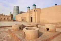 Η πύλη του παλατιού κιβωτών Kunya σε Ichan Kala στην πόλη Khiva, Ουζμπεκιστάν στοκ εικόνες με δικαίωμα ελεύθερης χρήσης
