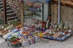 Η πώληση των καρυκευμάτων στα bazaars του Ιράν στοκ φωτογραφίες