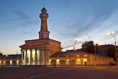 Η πλατεία Susanin και ο πύργος πυρκαγιάς τη νύχτα Kostroma Στοκ Εικόνες