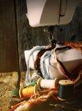 Η ράβοντας μηχανή και τα εργαλεία. Στοκ Εικόνες