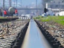 Η ράγα του σιδηροδρόμου πηγαίνει κάπου μακριά στοκ φωτογραφίες