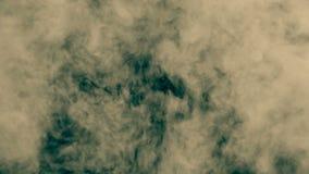 Η ρεαλιστική ριπή καπνού γεμίζει την οθόνη σε σε αργή κίνηση Μαλακή κίτρινη έκρηξη φιλμ μικρού μήκους