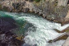 Η ροή του νερού μετά από το φράγμα στοκ εικόνα με δικαίωμα ελεύθερης χρήσης