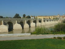 Η ρωμαϊκή γέφυρα στην Κόρδοβα, Ισπανία Στοκ Εικόνες