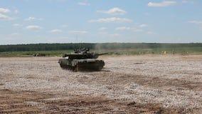 Η ρωσική δεξαμενή τ-80U φιλμ μικρού μήκους