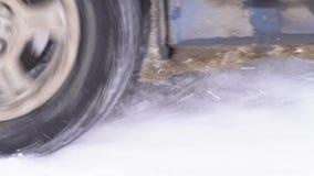Η ρόδα γλιστρά στο χιόνι απόθεμα βίντεο