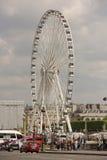 Η ρόδα του Παρισιού στη θέση de Λα Concorde Από την περιοχή που κινείται veh στοκ φωτογραφίες με δικαίωμα ελεύθερης χρήσης