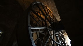 Η ρόδα φυλακών στο αβαείο στο νησί του mont-Άγιος-Michel φιλμ μικρού μήκους