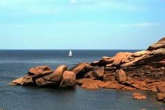 Η ρόδινη ακτή γρανίτη, σε Ploumanach, Βρετάνη, Γαλλία Στοκ φωτογραφία με δικαίωμα ελεύθερης χρήσης