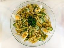Η σαλάτα φασολιών με το αυγό και τα χορτάρια Στοκ φωτογραφίες με δικαίωμα ελεύθερης χρήσης