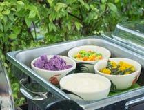 Η σαλάτα λαχανικών εξυπηρετεί για το πρόγευμα Στοκ Εικόνα