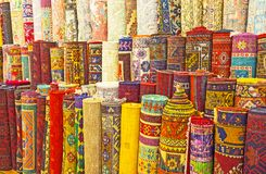 Η σειρά των ταπήτων στην αγορά Antalya Στοκ Φωτογραφία