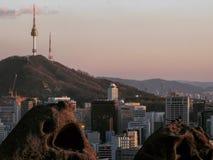 Η Σεούλ, επίσημα η ειδική μητροπολιτική πόλη †της Σεούλ «είναι η de facto κύρια και μεγαλύτερη μητρόπολη της Δημοκρατίας της Κο στοκ φωτογραφία με δικαίωμα ελεύθερης χρήσης