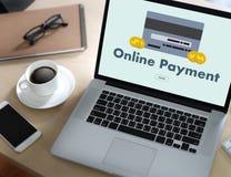 Η σε απευθείας σύνδεση πληρωμή προσθέτει στο κατάστημα διαταγής κάρρων αγοράζει τη σε απευθείας σύνδεση πληρωμή S καταστημάτων Στοκ Εικόνες