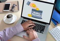 Η σε απευθείας σύνδεση πληρωμή προσθέτει στο κατάστημα διαταγής κάρρων αγοράζει τη σε απευθείας σύνδεση πληρωμή S καταστημάτων Στοκ Εικόνα