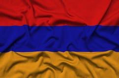 Η σημαία της Αρμενίας απεικονίζεται σε ένα ύφασμα αθλητικών υφασμάτων με πολλές πτυχές Έμβλημα αθλητικών ομάδων στοκ εικόνα με δικαίωμα ελεύθερης χρήσης
