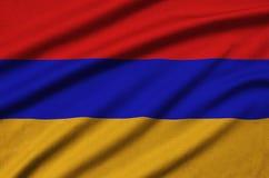 Η σημαία της Αρμενίας απεικονίζεται σε ένα ύφασμα αθλητικών υφασμάτων με πολλές πτυχές Έμβλημα αθλητικών ομάδων στοκ φωτογραφία με δικαίωμα ελεύθερης χρήσης