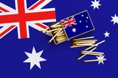 Η σημαία της Αυστραλίας παρουσιάζεται σε ένα ανοικτό σπιρτόκουτο, από το οποίο διάφορες αντιστοιχίες αφορούν και βρίσκονται μια μ στοκ εικόνες