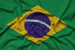 Η σημαία της Βραζιλίας απεικονίζεται σε ένα ύφασμα αθλητικών υφασμάτων με πολλές πτυχές Έμβλημα αθλητικών ομάδων στοκ φωτογραφίες