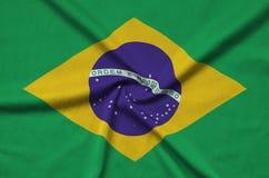 Η σημαία της Βραζιλίας απεικονίζεται σε ένα ύφασμα αθλητικών υφασμάτων με πολλές πτυχές Έμβλημα αθλητικών ομάδων στοκ φωτογραφία με δικαίωμα ελεύθερης χρήσης
