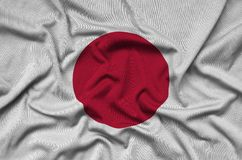 Η σημαία της Ιαπωνίας απεικονίζεται σε ένα ύφασμα αθλητικών υφασμάτων με πολλές πτυχές Έμβλημα αθλητικών ομάδων στοκ φωτογραφίες