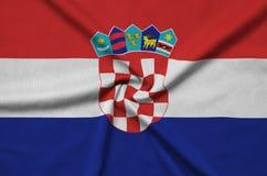 Η σημαία της Κροατίας απεικονίζεται σε ένα ύφασμα αθλητικών υφασμάτων με πολλές πτυχές Έμβλημα αθλητικών ομάδων στοκ φωτογραφία με δικαίωμα ελεύθερης χρήσης