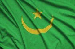Η σημαία της Μαυριτανίας απεικονίζεται σε ένα ύφασμα αθλητικών υφασμάτων με πολλές πτυχές Έμβλημα αθλητικών ομάδων στοκ φωτογραφίες