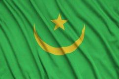 Η σημαία της Μαυριτανίας απεικονίζεται σε ένα ύφασμα αθλητικών υφασμάτων με πολλές πτυχές Έμβλημα αθλητικών ομάδων στοκ φωτογραφία με δικαίωμα ελεύθερης χρήσης