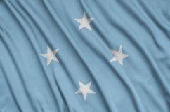 Η σημαία της Μικρονησίας απεικονίζεται σε ένα ύφασμα αθλητικών υφασμάτων με πολλές πτυχές Έμβλημα αθλητικών ομάδων στοκ εικόνες με δικαίωμα ελεύθερης χρήσης