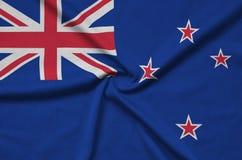 Η σημαία της Νέας Ζηλανδίας απεικονίζεται σε ένα ύφασμα αθλητικών υφασμάτων με πολλές πτυχές Έμβλημα αθλητικών ομάδων στοκ φωτογραφία με δικαίωμα ελεύθερης χρήσης