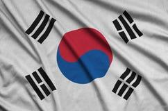Η σημαία της Νότιας Κορέας απεικονίζεται σε ένα ύφασμα αθλητικών υφασμάτων με πολλές πτυχές Έμβλημα αθλητικών ομάδων στοκ εικόνα