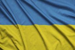 Η σημαία της Ουκρανίας απεικονίζεται σε ένα ύφασμα αθλητικών υφασμάτων με πολλές πτυχές Έμβλημα αθλητικών ομάδων στοκ φωτογραφία με δικαίωμα ελεύθερης χρήσης