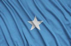 Η σημαία της Σομαλίας απεικονίζεται σε ένα ύφασμα αθλητικών υφασμάτων με πολλές πτυχές Έμβλημα αθλητικών ομάδων στοκ φωτογραφίες