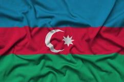 Η σημαία του Αζερμπαϊτζάν απεικονίζεται σε ένα ύφασμα αθλητικών υφασμάτων με πολλές πτυχές Έμβλημα αθλητικών ομάδων στοκ εικόνα