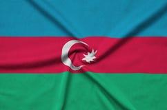 Η σημαία του Αζερμπαϊτζάν απεικονίζεται σε ένα ύφασμα αθλητικών υφασμάτων με πολλές πτυχές Έμβλημα αθλητικών ομάδων στοκ φωτογραφίες με δικαίωμα ελεύθερης χρήσης