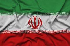 Η σημαία του Ιράν απεικονίζεται σε ένα ύφασμα αθλητικών υφασμάτων με πολλές πτυχές Έμβλημα αθλητικών ομάδων στοκ φωτογραφία με δικαίωμα ελεύθερης χρήσης