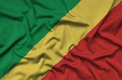 Η σημαία του Κονγκό απεικονίζεται σε ένα ύφασμα αθλητικών υφασμάτων με πολλές πτυχές Έμβλημα αθλητικών ομάδων στοκ φωτογραφίες με δικαίωμα ελεύθερης χρήσης