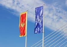 Η σημαία του Μαυροβουνίου και τα Η.Ε σημαιοστολίζουν Στοκ Εικόνα