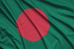 Η σημαία του Μπανγκλαντές απεικονίζεται σε ένα ύφασμα αθλητικών υφασμάτων με πολλές πτυχές Έμβλημα αθλητικών ομάδων στοκ φωτογραφίες