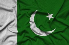 Η σημαία του Πακιστάν απεικονίζεται σε ένα ύφασμα αθλητικών υφασμάτων με πολλές πτυχές Έμβλημα αθλητικών ομάδων στοκ φωτογραφία με δικαίωμα ελεύθερης χρήσης
