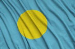 Η σημαία του Παλάου απεικονίζεται σε ένα ύφασμα αθλητικών υφασμάτων με πολλές πτυχές Έμβλημα αθλητικών ομάδων στοκ φωτογραφία με δικαίωμα ελεύθερης χρήσης