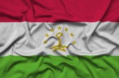 Η σημαία του Τατζικιστάν απεικονίζεται σε ένα ύφασμα αθλητικών υφασμάτων με πολλές πτυχές Έμβλημα αθλητικών ομάδων στοκ εικόνες με δικαίωμα ελεύθερης χρήσης