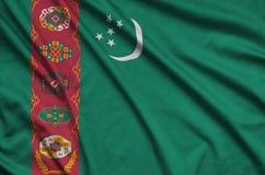 Η σημαία του Τουρκμενιστάν απεικονίζεται σε ένα ύφασμα αθλητικών υφασμάτων με πολλές πτυχές Έμβλημα αθλητικών ομάδων στοκ φωτογραφίες με δικαίωμα ελεύθερης χρήσης