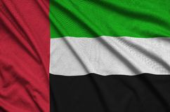 Η σημαία των Ηνωμένων Αραβικών Εμιράτων απεικονίζεται σε ένα ύφασμα αθλητικών υφασμάτων με πολλές πτυχές Έμβλημα αθλητικών ομάδων στοκ φωτογραφία με δικαίωμα ελεύθερης χρήσης